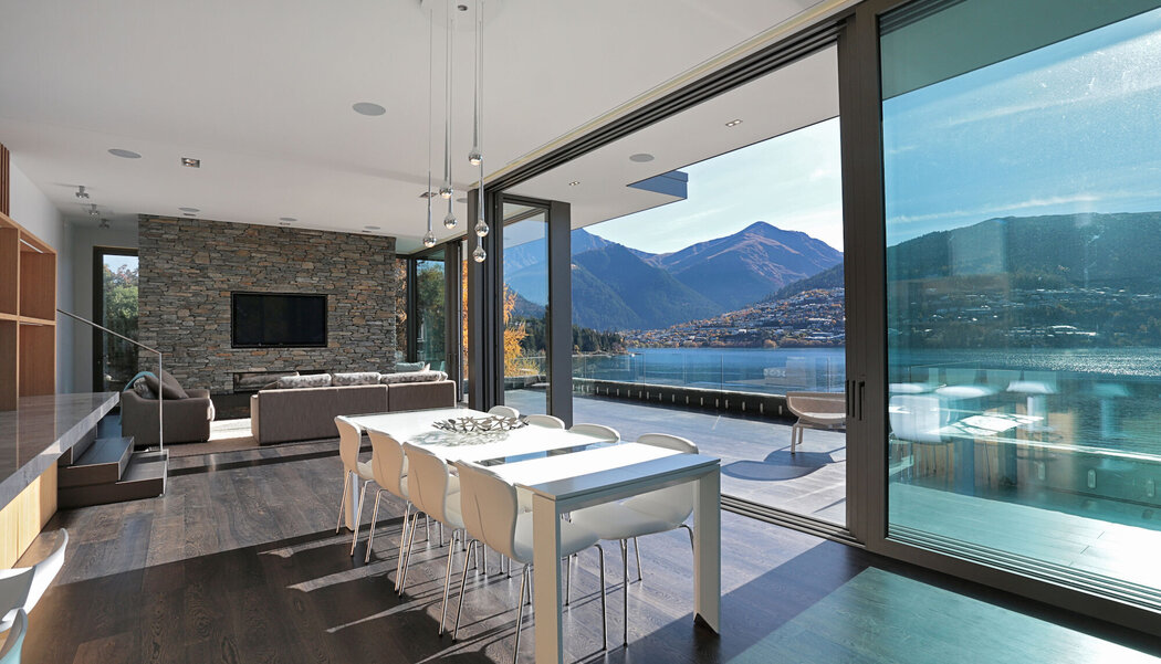 CP 155 (-LS) Sliding Systems, CF 77 Sliding Systems and CS 77 Windows - House Lake Wakatipu House located in Queenstown, New Zealand