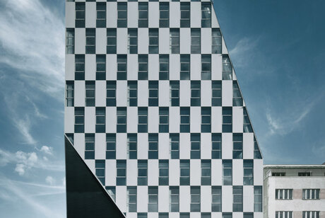 CW 86-EF Curtain Walls - Office building Crystal located in Prague, Czech Republic