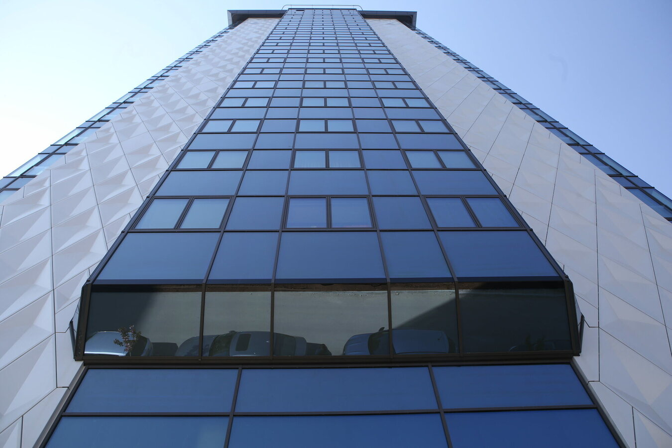 CW 50-HI Curtain Walls, SlimLine 38 Windows, Hi-Finity Sliding Systems and RB Glass Complementary Systems - Apartmentcomplex Diamond 1 located in Sochi, Bulgaria