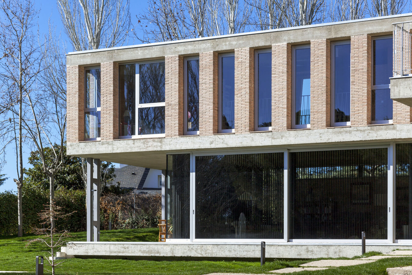 MasterLine 8 Windows and CP 155 (-LS) Sliding Systems - Villa Private House Las Lomas located in Madrid, Spain