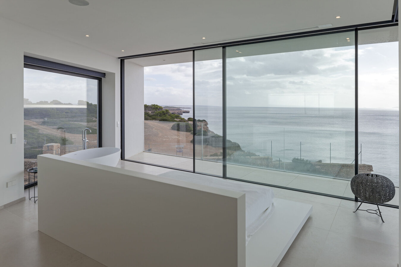 CP 68 Sliding Systems and Hi-Finity Sliding Systems - Villa El Mar located in Spain